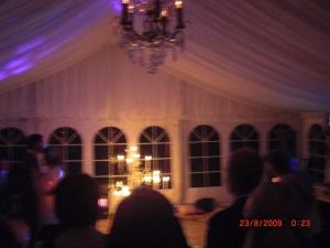 Bröllopsvalsen men fick inge bra kort. Var fint därinne! Med candelabrar å fina taket.
