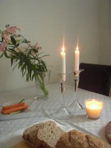 MYS med tända ljus & färska blommor